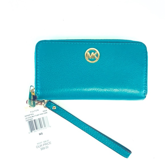 1de1fc57033e Michael Kors Bags | Michael Fulton Jet Set Travel Wallet | Poshmark